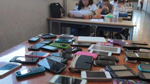 SCUOLA: PIU' SMART MENO PHONE