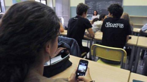 Uso degli smartphone durante le lezioni (traccia n^3)