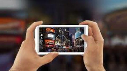 Bisognerebbe utilizzare gli smartphone a scuola