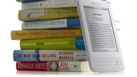 Libri di carta o ebook, chi vincerà la sfida del futuro?