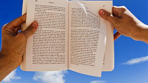 Le dita tra le pagine mi fanno toccare il cielo.