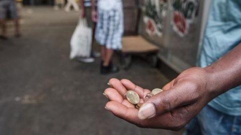 Multe a chi dà l'elemosina ai poveri?