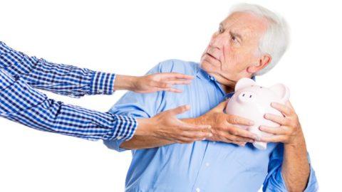Le truffe agli anziani vanno punite severamente