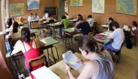 L'indifferenza dei partiti e le crepe della scuola italiana